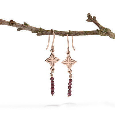 Anahita 2 earrings in rose gold with garnet beads