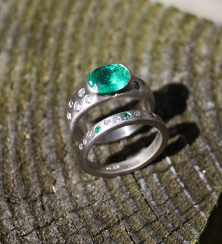 18ct White gold, Emerald and Diamond wedding ring
