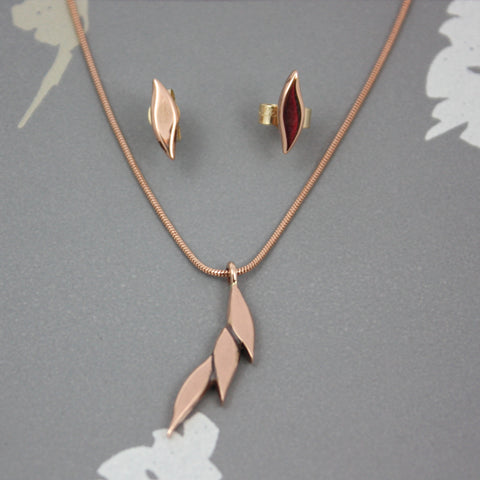 Swoosh single drop necklace in 9ct rose gold