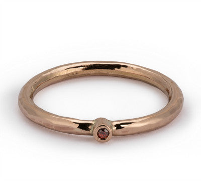 Hammered Dainty ring in 9ct rose gold with garnet