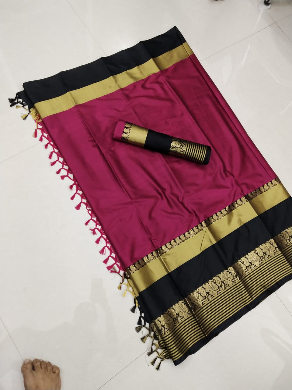 Heavenly Hot Pink and Black Color Soft Silk Designer Saree ws-4049