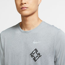 Load image into Gallery viewer, NIKE MENS DRI-FIT MILER RUN GRAPHIC RUNNING TOP | PARTICLE GREY