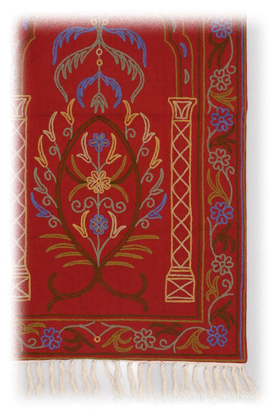 Akbari Arye Prayer Rug / Wall Hanging
