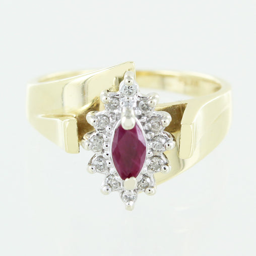 LADIES 14 KT DIAMOND & RUBY RING SIZE 7.5