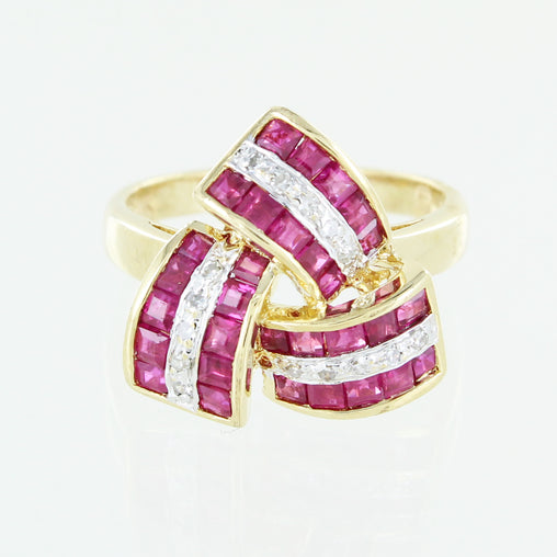 LADIES 14 KT RUBY & DIAMOND COCKTAIL RING SIZE 6