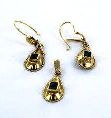 18KT SOLID YELLOW GOLD GREEN EMERALD TEAR DROP PENDANT & EARRING SET