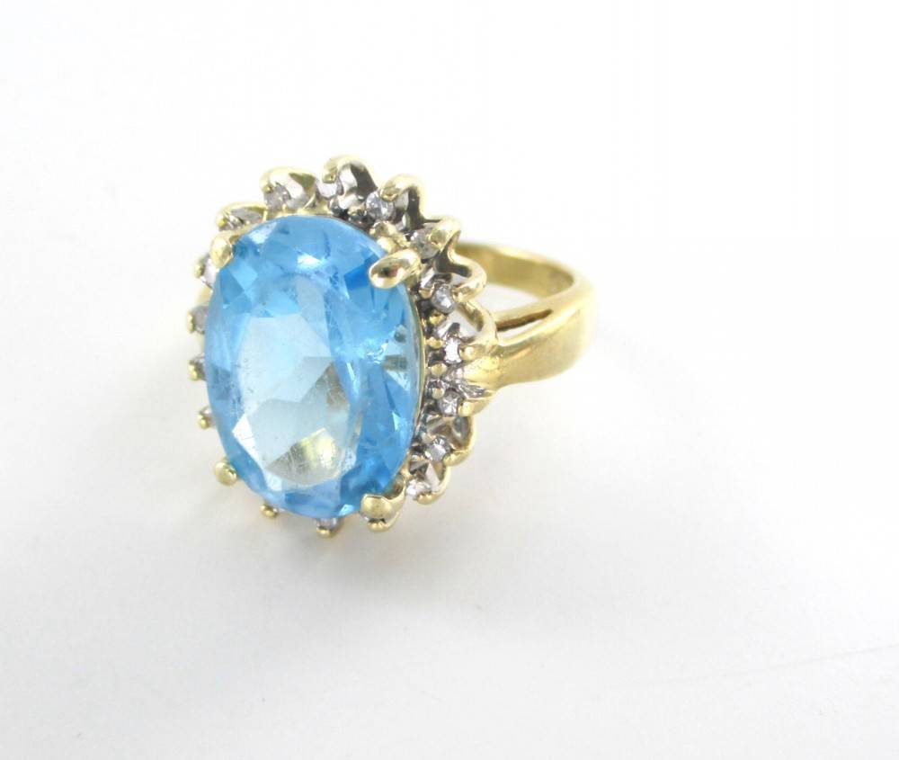 14KT SOLID YELLOW GOLD RING BLUE TOPAZ 18 DIAMONDS .18 CARAT 6.0 GRAMS JEWELRY