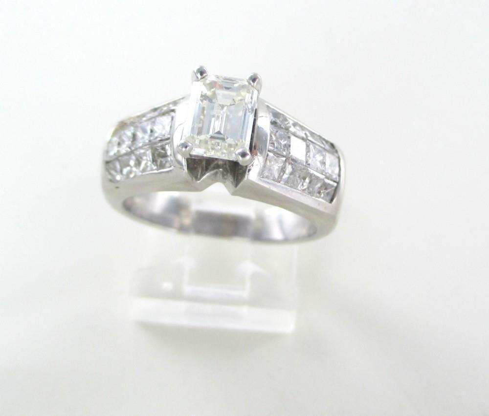 18KT WHITE GOLD RING 25 DIAMONDS 2.26 CARAT SZ 6.75 WEDDING BAND RING JEWELRY