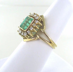 014933201 18KT SOLID YELLOW GOLD  16 DIAMONDS EMERALD RING SIZE 8