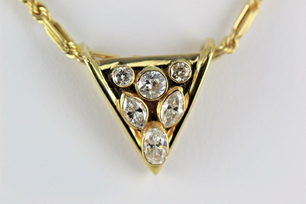 14KT YELLOW GOLD DIAMOND TRIANGLE DESIGN PENDANT