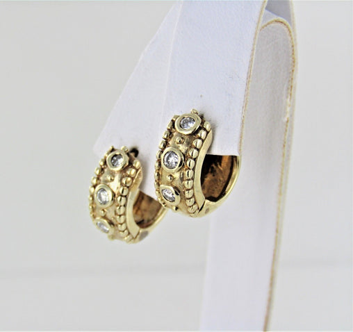 14KT YELLOW GOLD DIAMOND HUGGIES HOOP EARRINGS 014123502