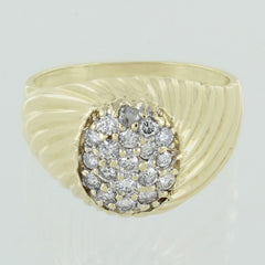 LADIES 14KT GOL CLUSTER DIAMOND RING SIZE 9.5