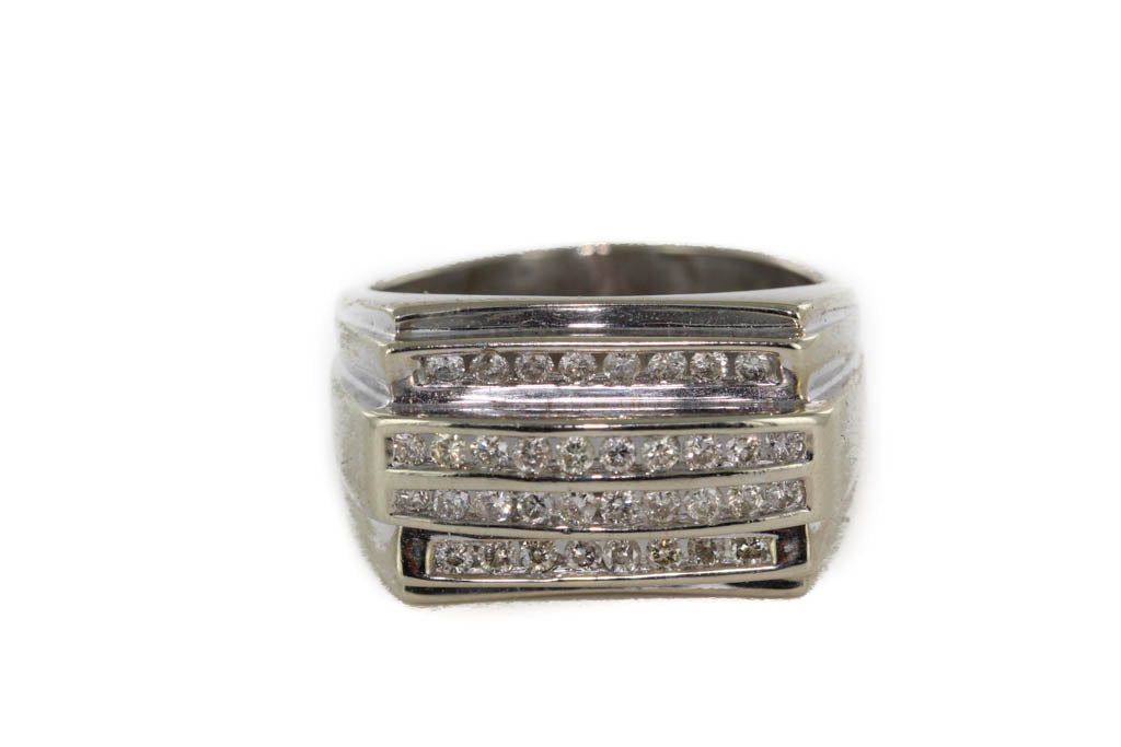36 DIAMONDS RING 10K WHITE GOLD SIZE 8.5