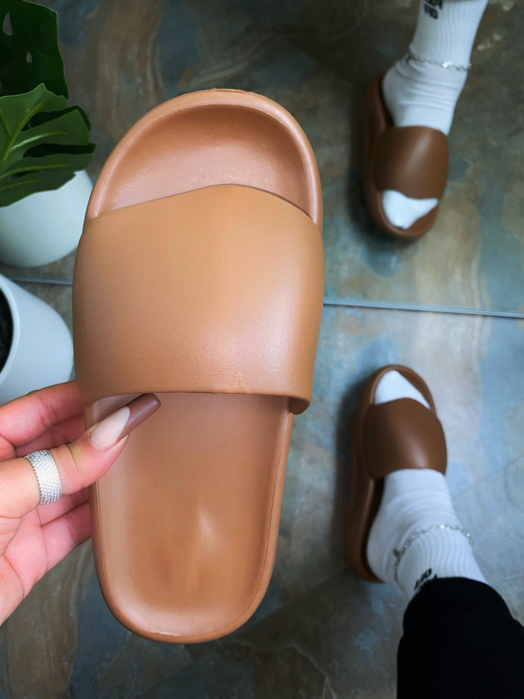 Abel Slides - Brown