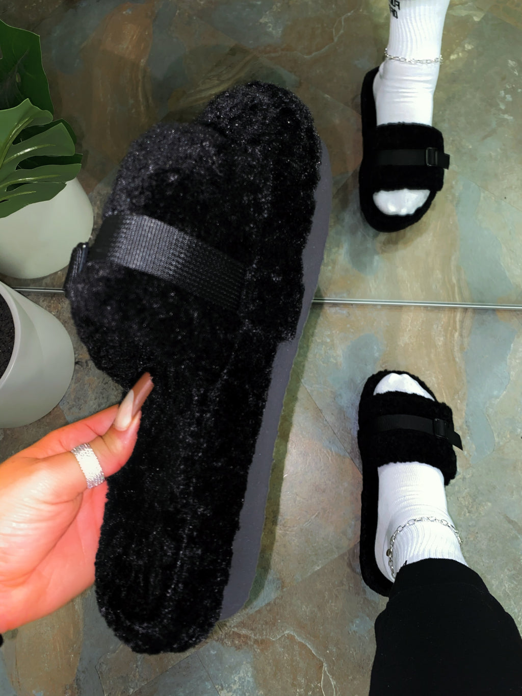 Xander Slippers-Black