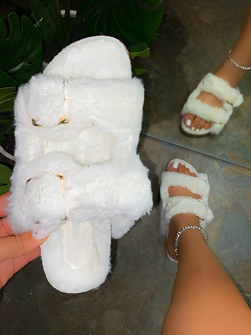 Lia Slippers- White