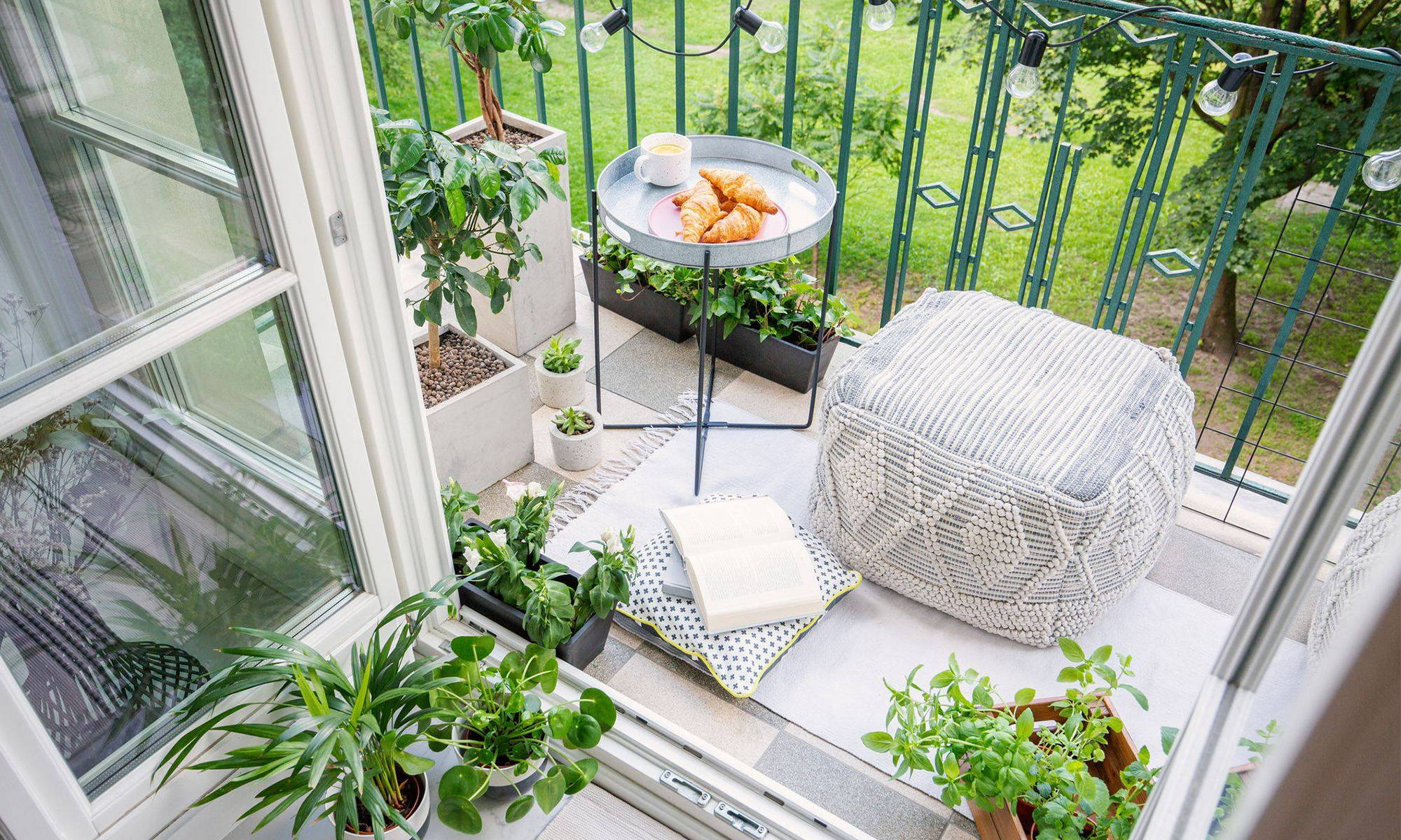 Some Tips For Decorating A Balcony Garden