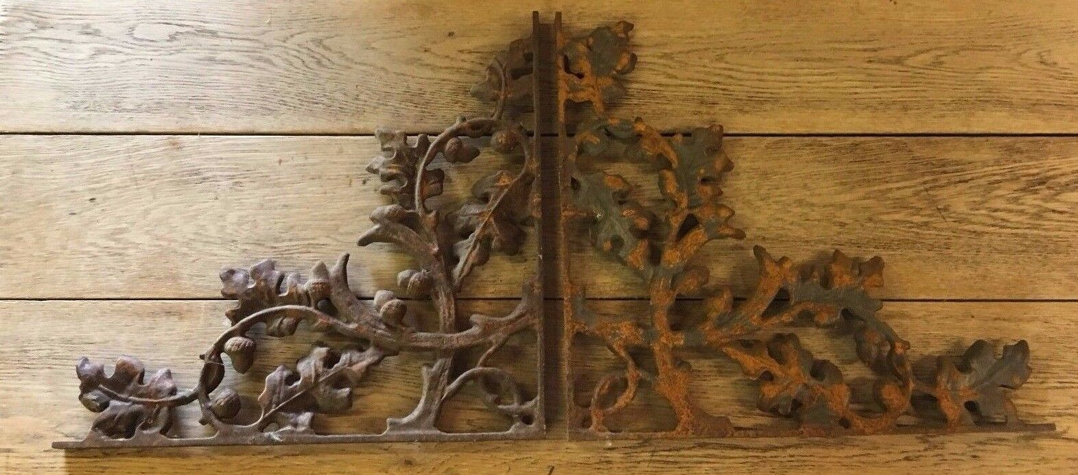 PAIR OF CAST IRON BRACKETS / SHELVING / ACORN AND LEAF DESIGN / WALL DECORATIONS - Browsers Emporium
