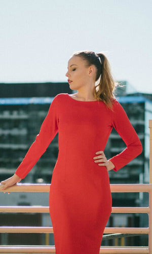 DIANA BACKLESS BODYCON DRESS in RED