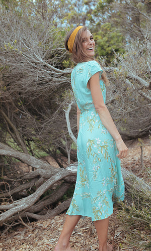 VIRIDI SHORT SLEEVE FLORAL WRAP MAXI DRESS IN LIGHT GREEN
