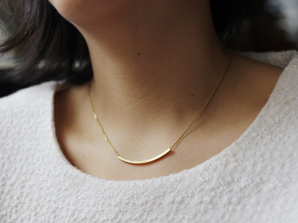 Curve Bar Pendant Necklace - Gold
