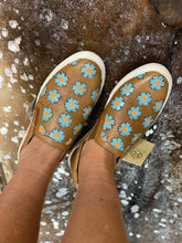 Load image into Gallery viewer, Roper Daisies Leather Slip On