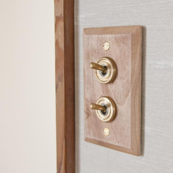 AXCIS,INC. | Wood Plate 2 Switch (Maple)