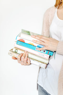 tografy, kara hubbard, business coach for photographers, stack of books, sweater, business help, photographer, get organized, contracts, marketing,