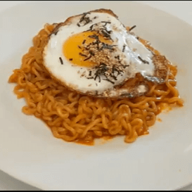 hot chicken noodles with sunny side up egg