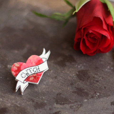 Brooch - Cwtch / Cwtsh - Cuddle
