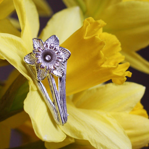 Pin / Brooch - Welsh Daffodil - Sterling Silver or Gold Plated-Jewellery-The Welsh Gift Shop