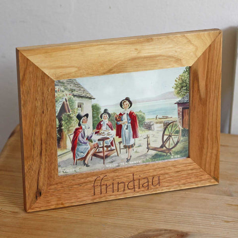 Photo Frame - Ffrindiau - Friends - Oak Wood