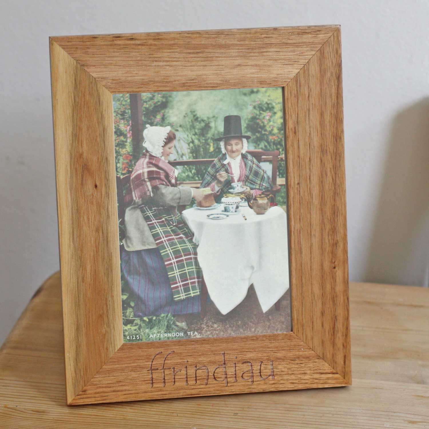 Photo Frame - Ffrindiau - Friends - Oak Wood-The Welsh Gift Shop