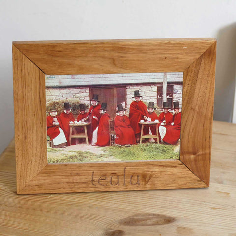 Photo Frame - Teulu - Family - Oak Wood-The Welsh Gift Shop