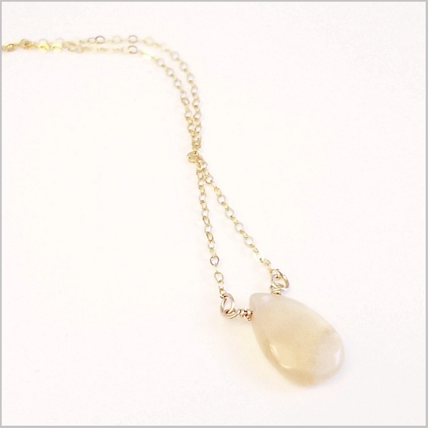 Natural Tear Drop Apricot Agate Necklace