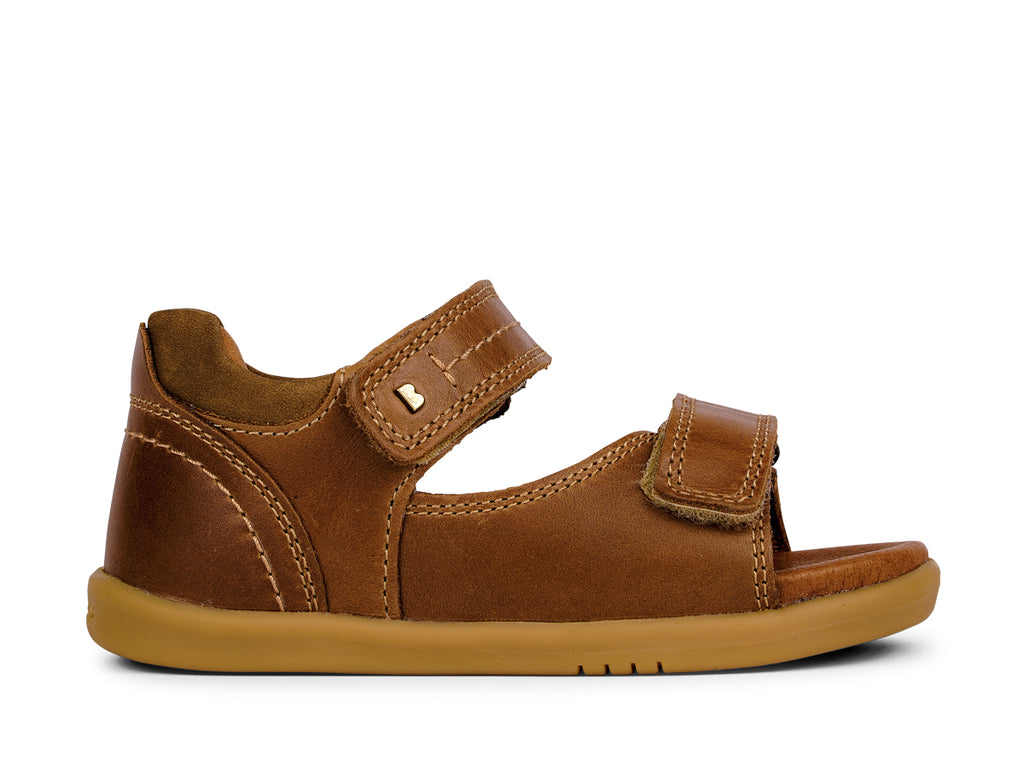 bobux i walk driftwood sandal in caramel quickdry leather