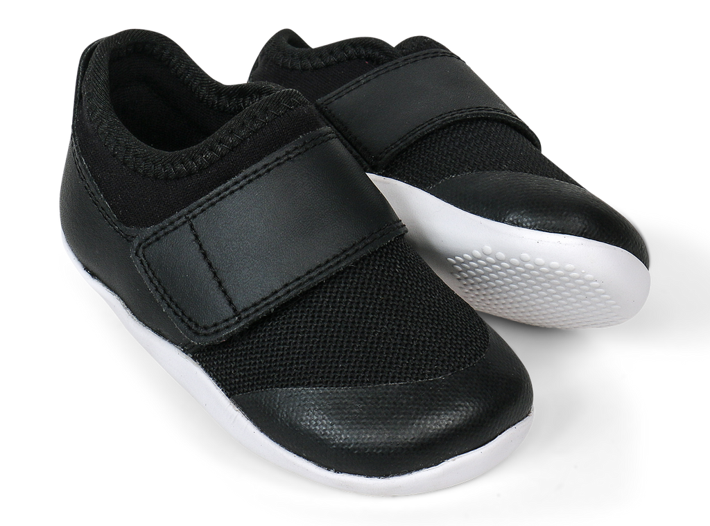bobux XP dimensions II trainer in black