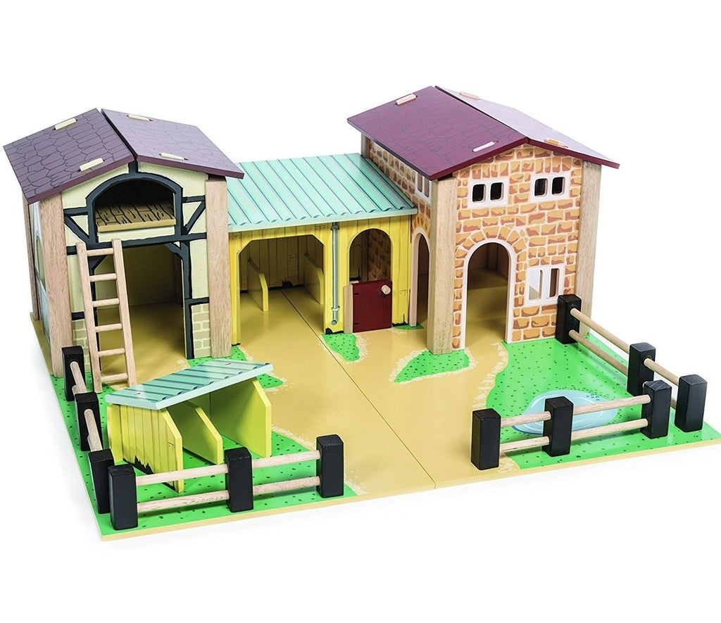 le toy van The Farmyard wooden barn and stables