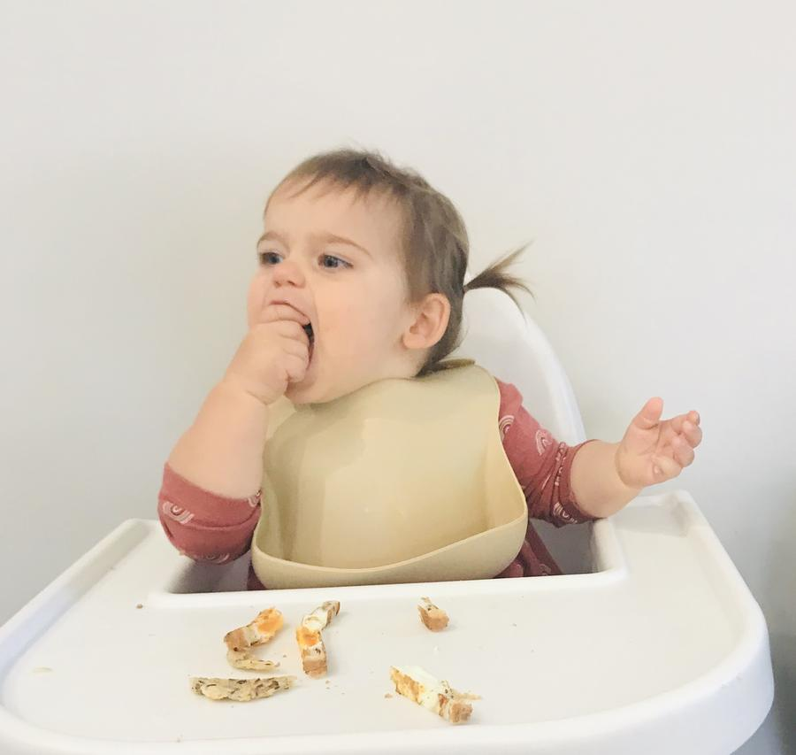 petite eats silicon baby bib in apricot speckle