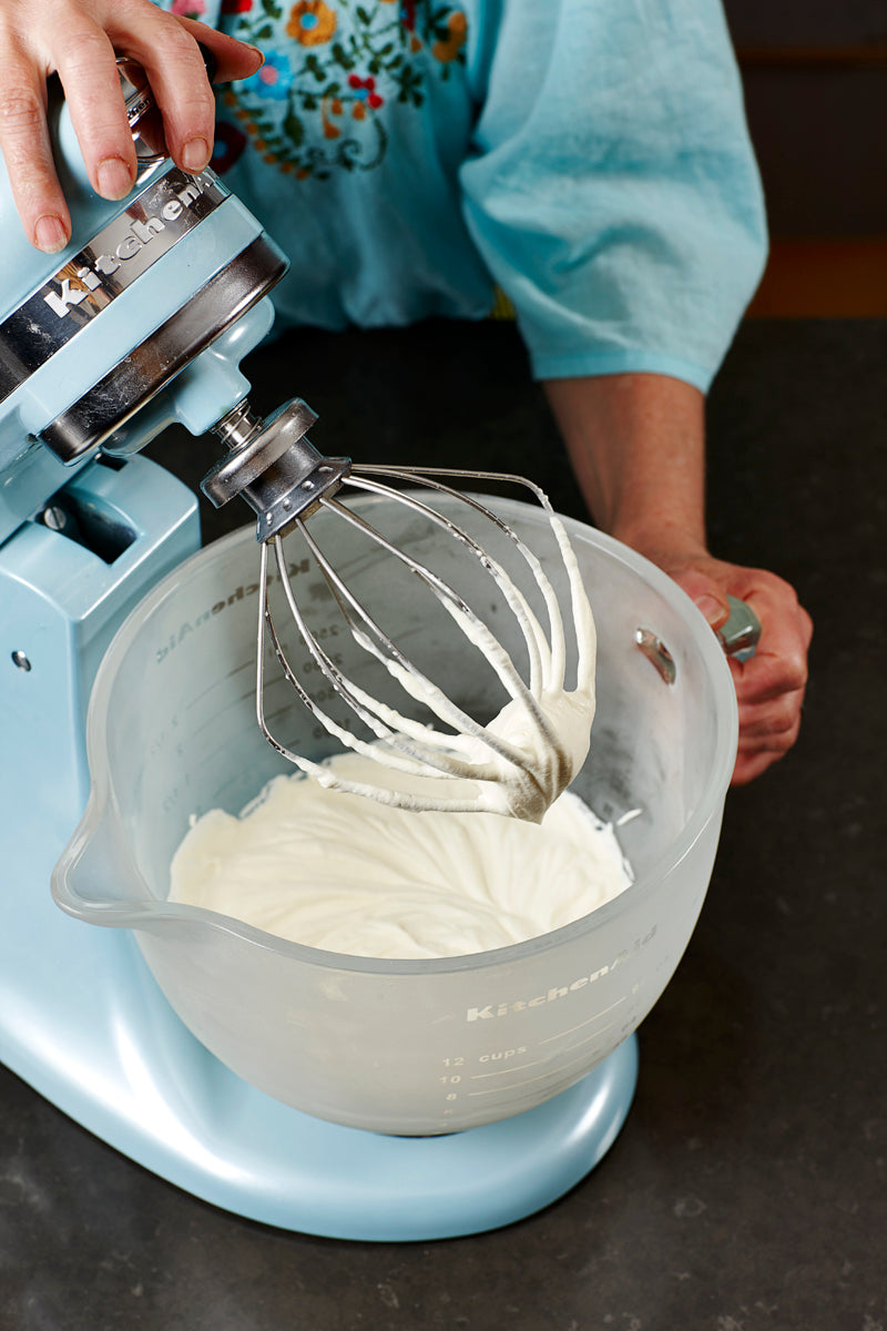 ginger_and_macadamia_praline_ice-cream_method_8.jpg
