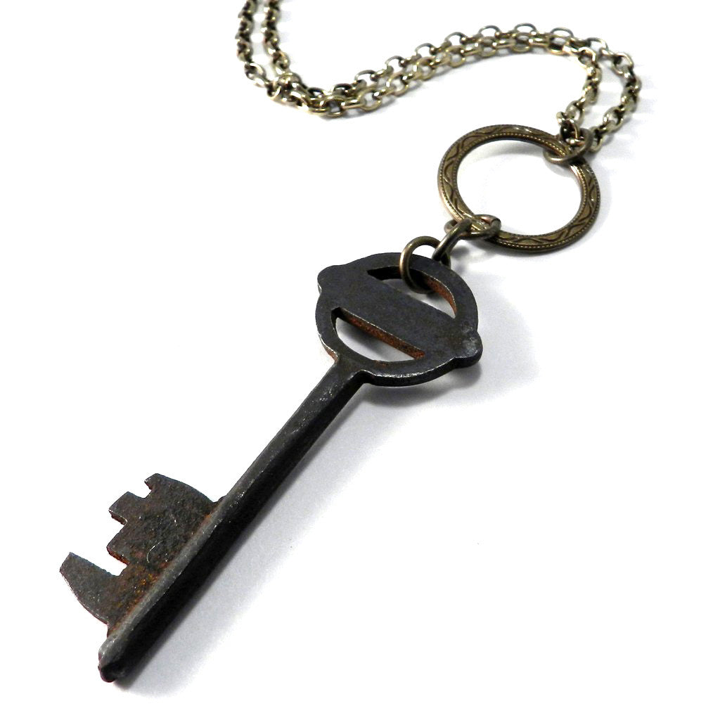 Antique Skeleton Key Necklace - Brass Luxe