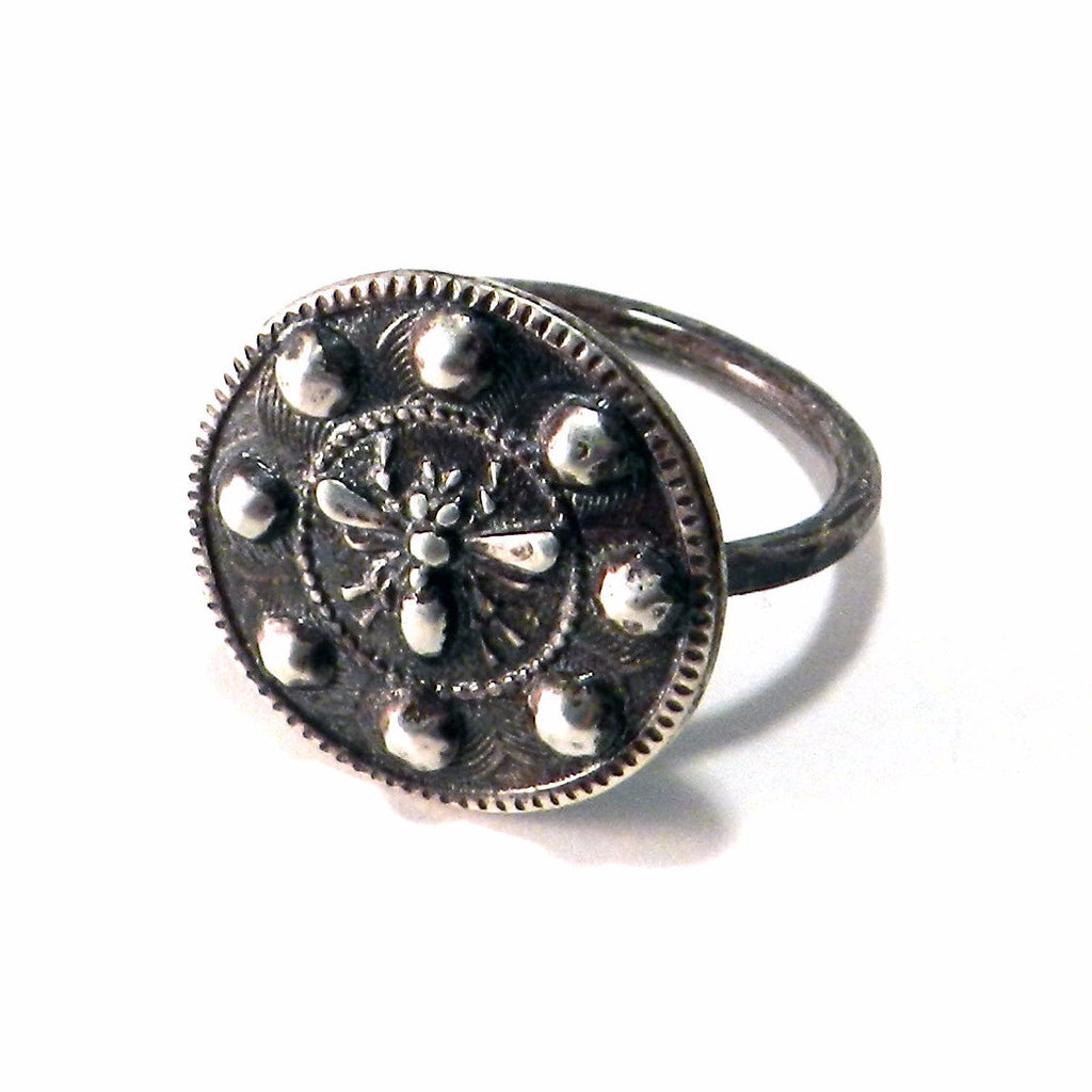 QUEEN BEE Antique Button Ring - SILVER