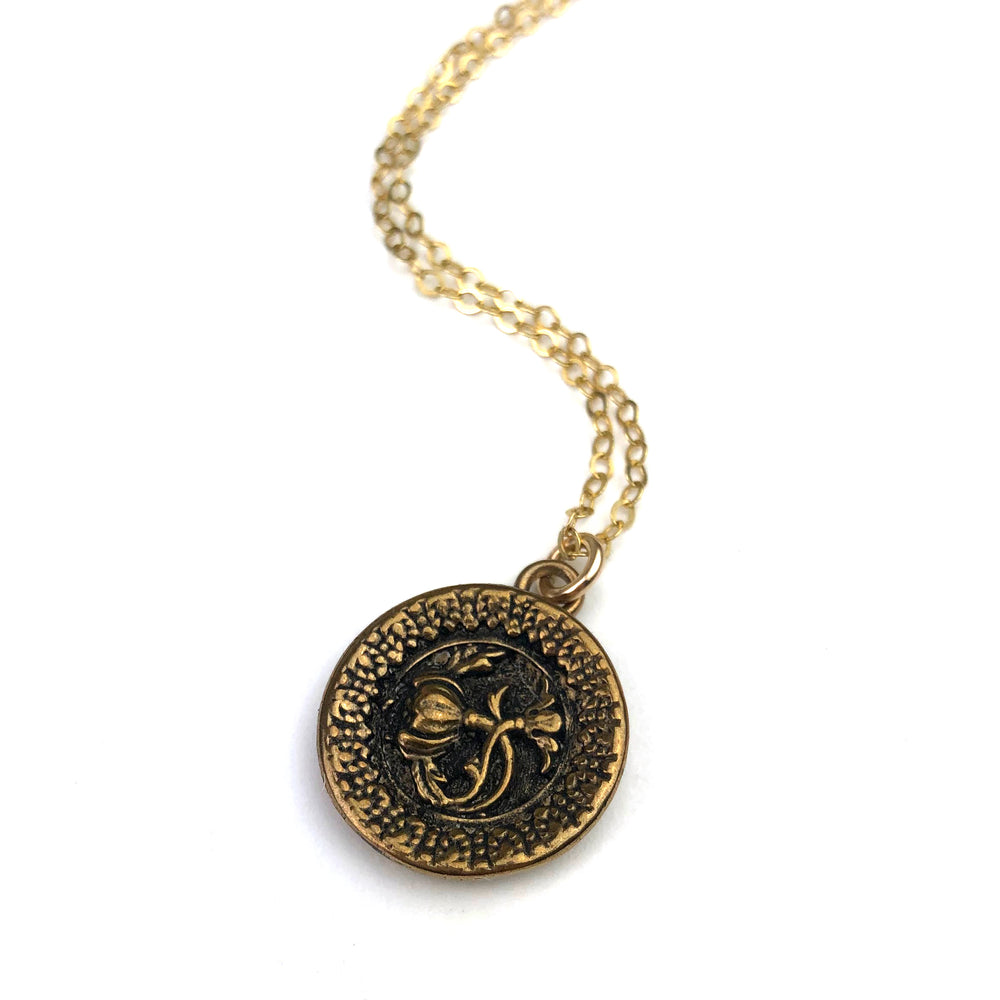 Victoria's Rose Vintage Button Necklace - Gold