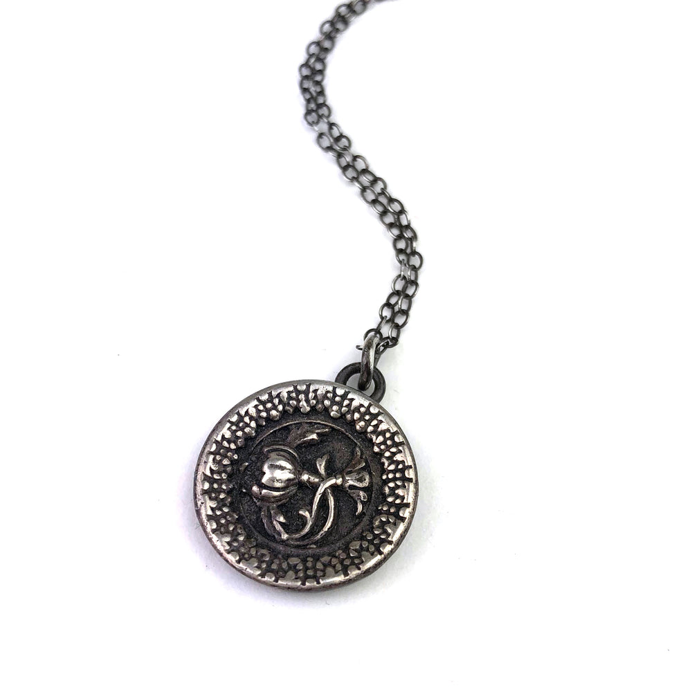 Victoria's Rose Vintage Button Necklace - Silver