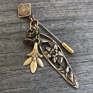 Treasure Charm Columbine Stick Pin - Gold