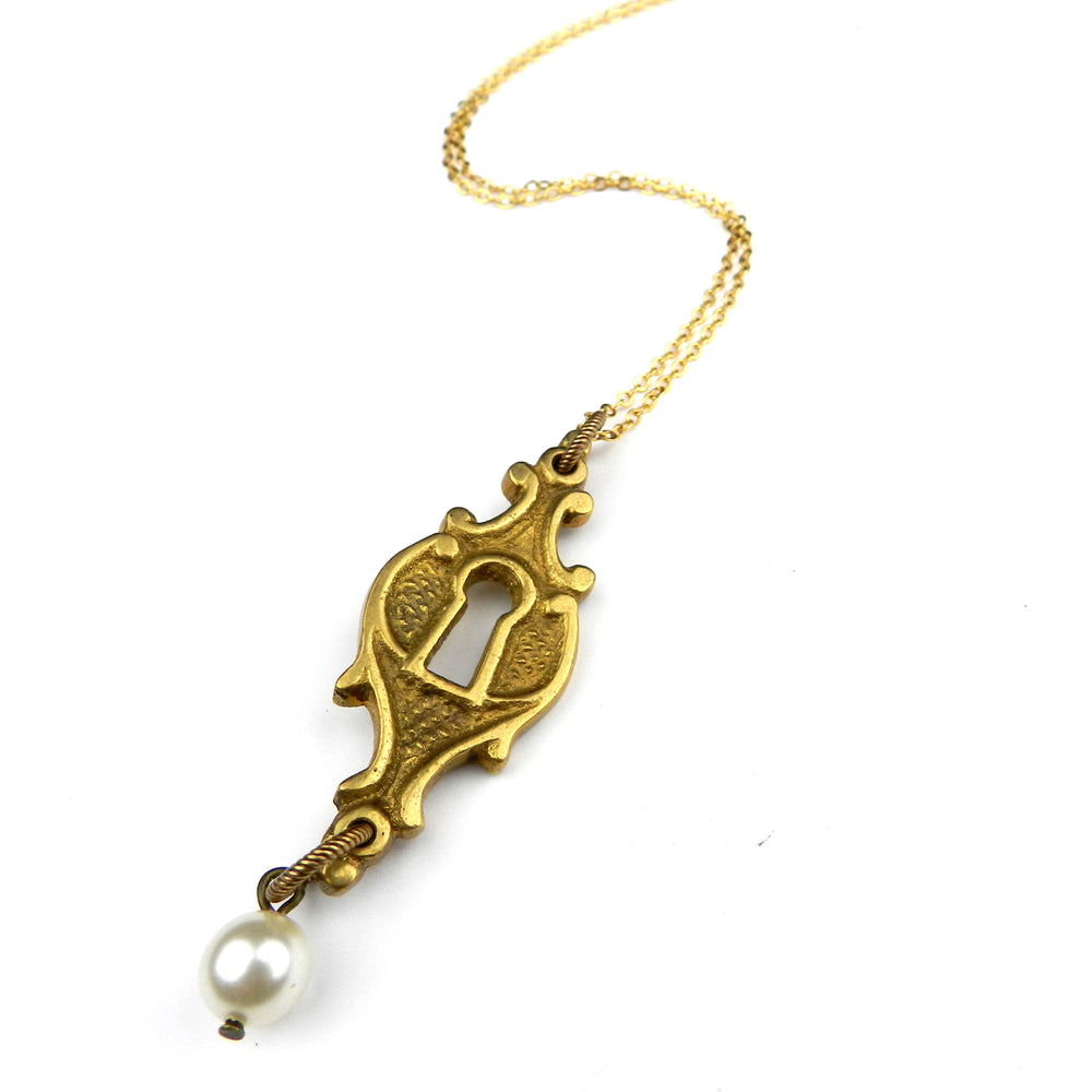 ATHENS Escutcheon Necklace - Pearl