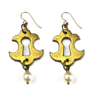 Ibiza Escutcheon Earrings - Pearl
