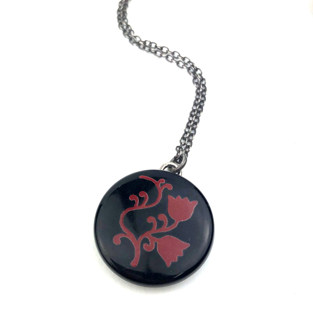Scarlet Tulip Vintage Button Necklace - Silver