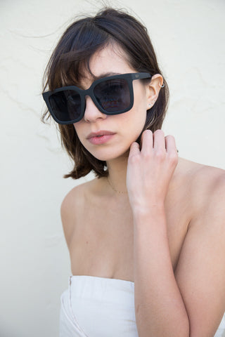 quay genesis sunglasses in black