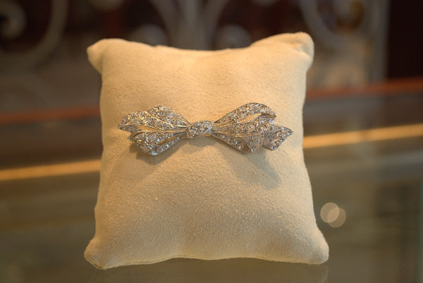 Platinum Bow Diamond Pin
